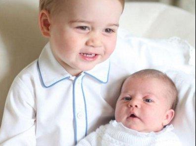 Découvrez les premiers portraits du prince George avec sa petite s½ur Charlotte (Photos)