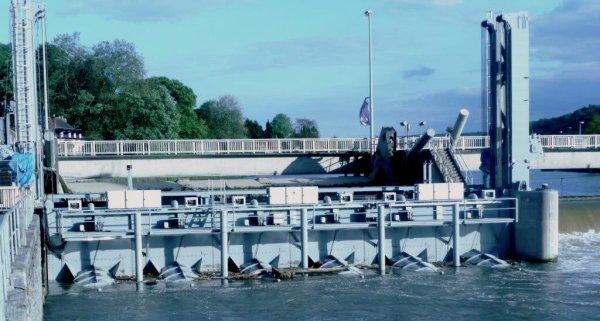 La centrale hydro-électrique de Hun (6 turbines de 17 m³/sec. - d...
