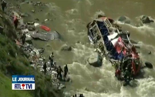 Pérou: un autocar fait une chute de 200 mètres, 33 morts