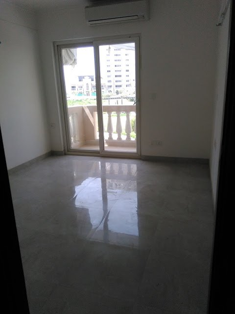 Ready to Move Flats for Sale in Mahagun Moderne Noida