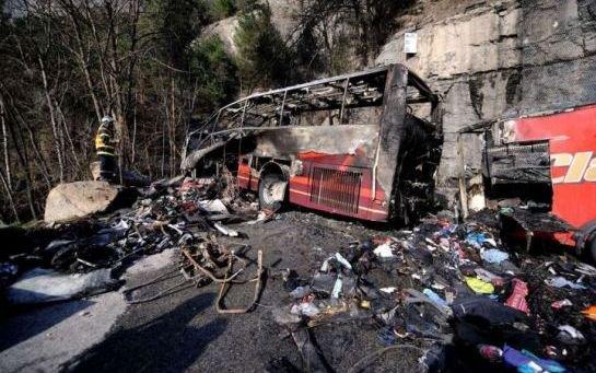 VIDEO. Drame à l'Alpe-d'Huez : le chauffeur du car a sauvé des vies