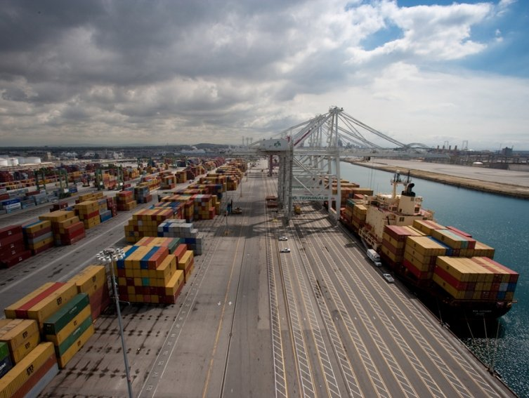 Cargo volume continues to surge at Port of Long Beach in July | Shipping