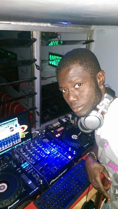 DJ SAKO DISQUE FAISEUR DE STAR EN AFRIQUE