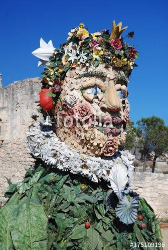"""""""Sculptures d'Arcimboldo à Baux de Provence"""" photo libre de droits sur la banque d'images Fotolia.com - Image 175109195"""