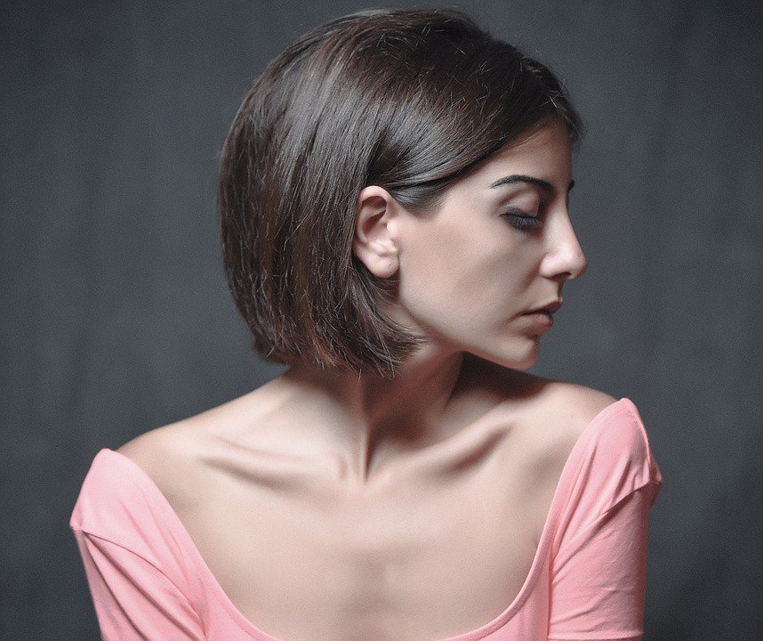 Prendre soin du contour des yeux pour un regard sublimefemme-ideale.com