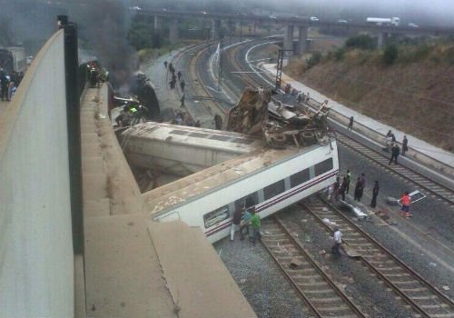 En images : déraillement d'un train à Saint-Jacques de Compostelle
