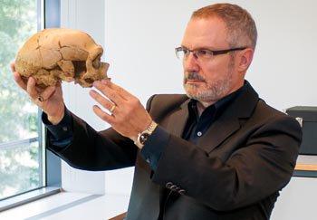 Selon le chercheur Jean-Jacques Hublin, les hommes modernes auraient bénéficié de changements génétiques clés.