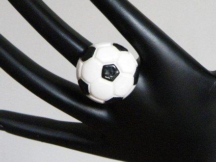 Bague ballon de foot en fimo réglable