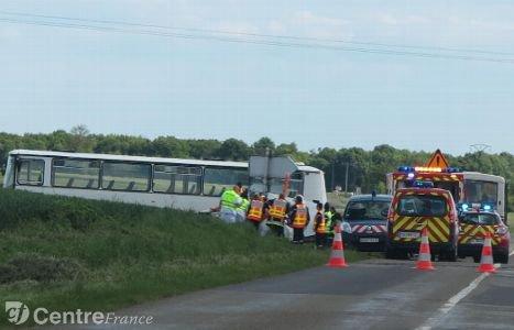 Collision entre une voiture et un car scolaire à Favières : l'automobiliste tuée