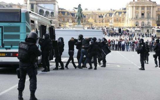 EN IMAGES. Le Raid montre les muscles devant le château de Versailles