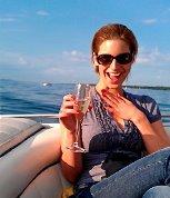 """EXCLU / Des photos personnelles de Nadège en rousse, en string, en mode """"pompette"""", avec Victoria Silvested, en tenue sexy..."""