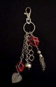 bijou de sac,bijoux fantaisie,rouge,coeur,perles,breloques,accessoires de mode