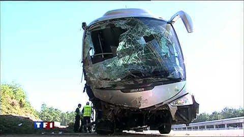 Vidéo Un mort et 19 blessés dans un accident de car - Actu