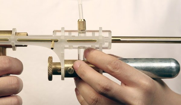 Une étudiante fabrique un pistolet qui transforme vos larmes en balles