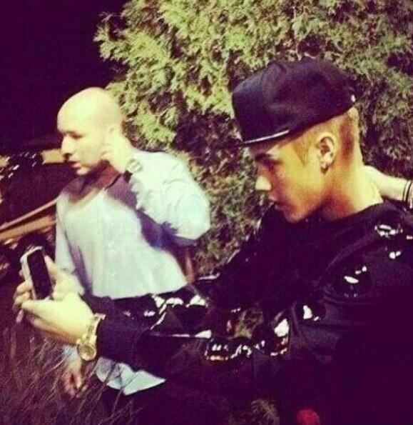 Justin nous voyons u Takin selfies et non de les afficher. U ont probablement des tonnes de selfies que u Ne postez pas