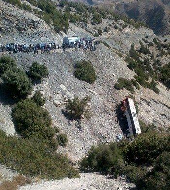 Un autocar tombé à nouveau dans un ravin prés de Taza laissant 32 blessés (vidéo) | Huspress