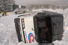 Le Carnet du ski était sur les lieux - Un autobus se renverse à l'ombre d'Orford - Le Carnet du ski
