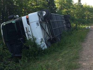 N.-É.: un accident d'autocar fait 10 blessés au Cap-Breton