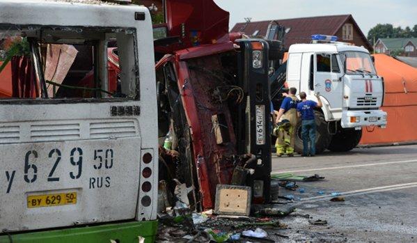 Un bus avec les enfants a subi un terrible accident de voiture à Moscou