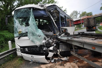 29-05-2018 - Saône-et-Loire - Accident entre un car et une remorque qui s'est détachée d'un camion, 37 blessés