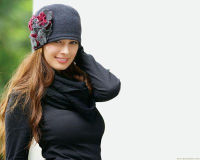 Evelyn Sharma Nautanki Saala In Black Outfit Wallpaper