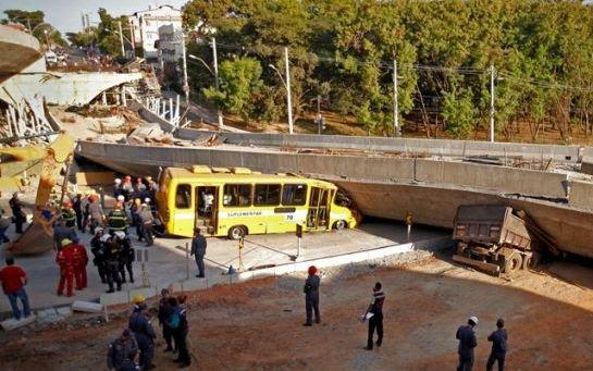 VIDEOS. Brésil : une bretelle d'autoroute s'effondre, au moins deux morts