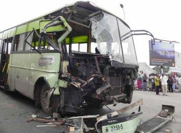 Accident de la circulation / Collision entre un bus, trois taxis-compteurs et un cargo militaire : 36 blessés dont 17 FRCI
