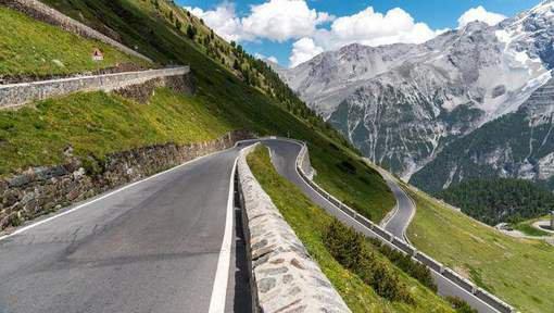 25-09-2017 - Autriche - Tyrol - Un touriste français sauve un autocar et ses 22 passagers d'une chute dans un précipice (ravin) de plus de 100m.