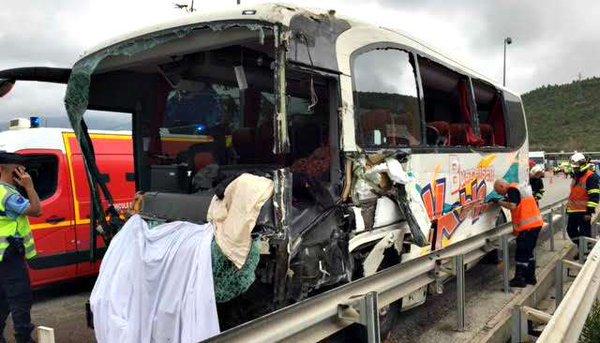 Un mort et 25 blessés dans un accident sur l'A8 impliquant un autocar