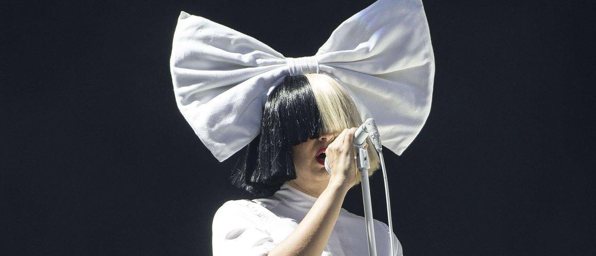 Après plusieurs années sans le montrer, Sia dévoile son visage pour soutenir les personnes transgenres