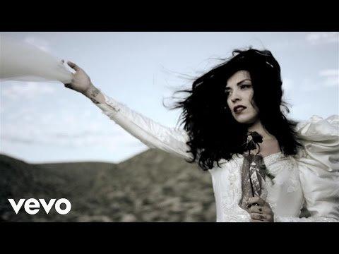 Mon Laferte, une chanteuse inconnue en France et en Belgique atteint des records de succès