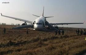 Spectaculaire sortie de piste d'un Airbus au Népal