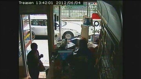 L'arrestation de Luka Rocco Magnotta filmée par une caméra de surveillance | Video Jean Marc Morandini | Wat.Tv