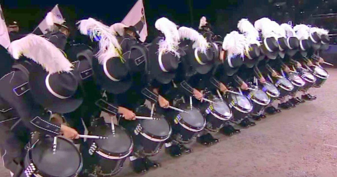 Lorsque ces percussionnistes lèvent la tête, tout le monde est soufflé par ce qu'ils font.