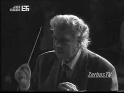 Míkis Theodorákis dirige en live le sirtaki de 'Zorba' en 2005
