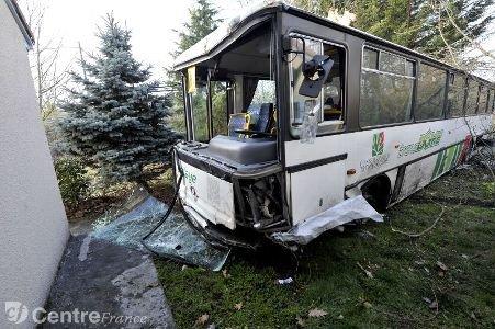 Accident mortel entre un bus et une voiture