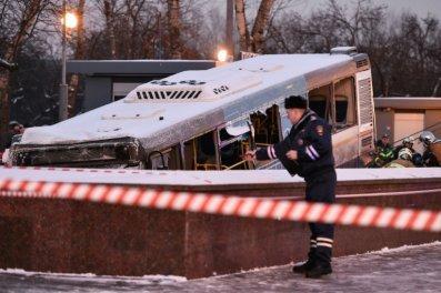 Un autobus fonce dans un passage à Moscou: probable accident 4 morts