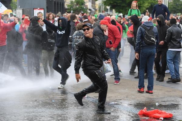 Une manifestation syndicale sanglante à Bruxelles: des policiers en sang !