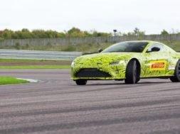 La nouvelle Aston Martin Vantage dans les mains de Max Verstappen