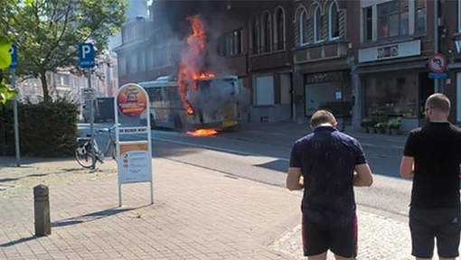 Un bus en flammes à Kessel-Lo