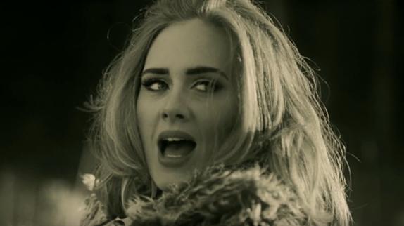 """Clip """"Hello"""" : Adele se remémore un amour perdu sous l'oeil de Xavier Dolan"""