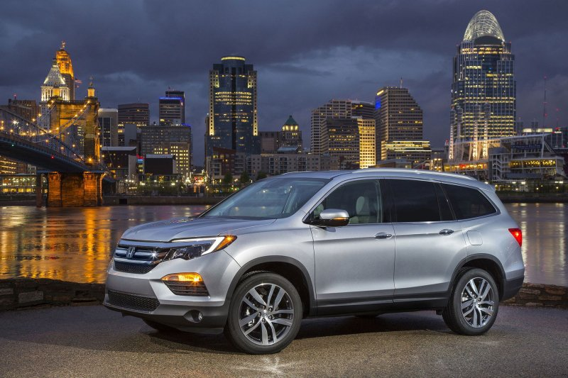 U.S. economic growth in danger as car sales stumble