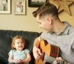 Un papa et sa fille de 4 ans chantent « You've Got a Friend In Me »