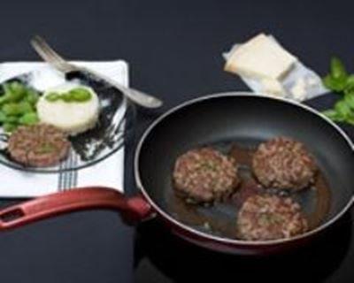 Steak haché au basilic, parmesan et sauce au vinaigre balsamique