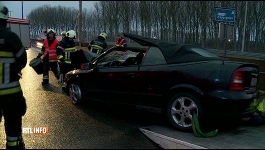 Accident mortel sur la E42 à Heppignies: un car et une voiture entrent en collision