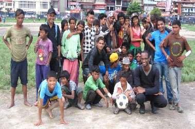 Soins infirmiers auprès des enfants des rues de Katmandou