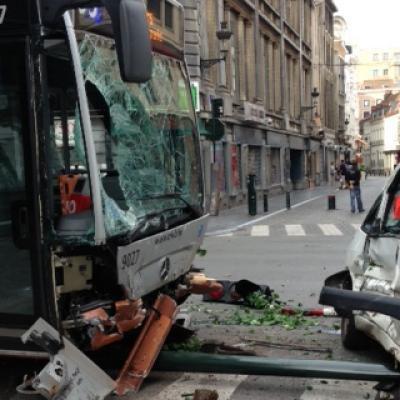 Bruxelles: un autobus de la ligne 95 perd le contrôle rue du Lombard