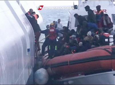 Nouvel afflux de migrants au large de l'Italie | euronews, monde