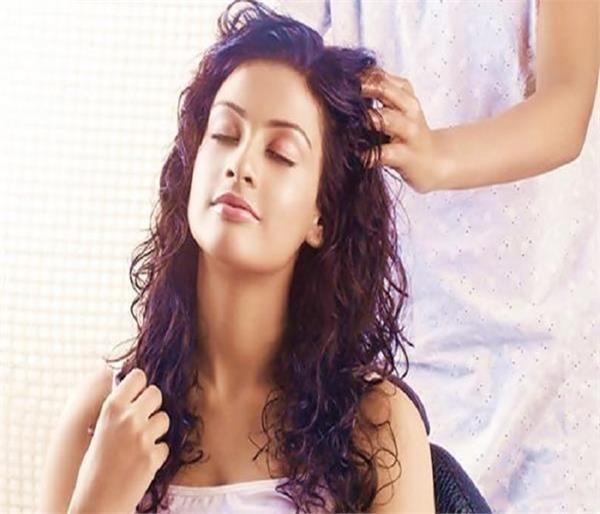 पार्लर में न करें पैसे खर्च, घर पर खुद ही करें Hair spa