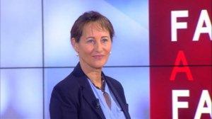 """Ségolène Royal : """"rien ne serait plus inutile que de rouvrir le débat sur le voile à l'école"""""""